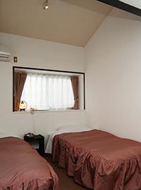 ロフト+ベッド2台