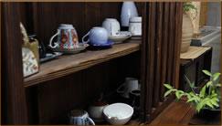 ロビー 玄関の横にございます。お風呂あがりにはこちらでもお寛ぎいただけます。朝食後はこちらでコーヒーの無料サービスを行っております。