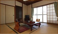 牡丹の間・藤の間・萩の間 6畳 定員3名 カップル・ご夫婦・ビジネスユースに最適です。程よい広さの和室は落ち着きます。
